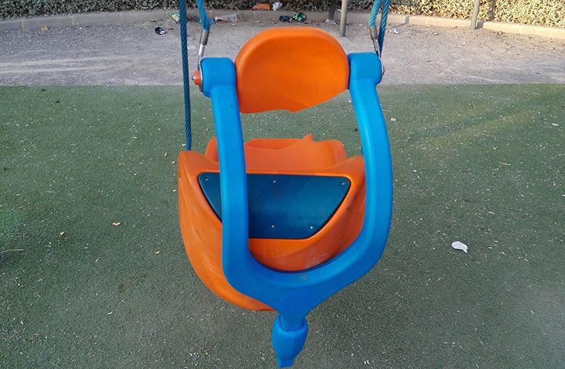Unos Vandalos Destrozan Los Juegos De Un Parque Habilitado Para