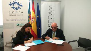 Los representantes de ambas entidades han firmado el convenio