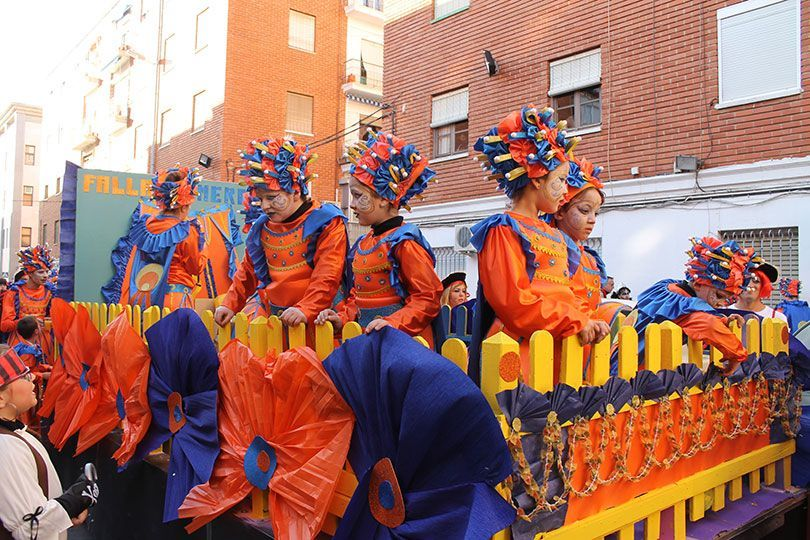 53653c660 Las fallas llenaron de música y disfraces las calles de Sagunto